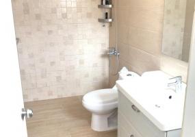 Los Prados,3 Bedrooms Bedrooms,2.5 BathroomsBathrooms,Casa,2165